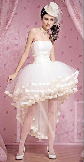 Платье с пышной асимметричной юбкой
