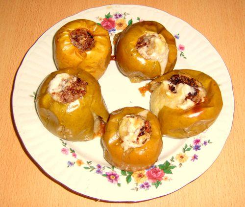 Печеные яблоки в духовке с медом и орехами