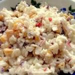 Салат с крабовыми палочками и кукурузой: рецепт и калорийность