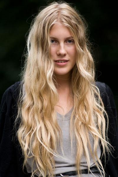 Модная стрижка на длинные волосы