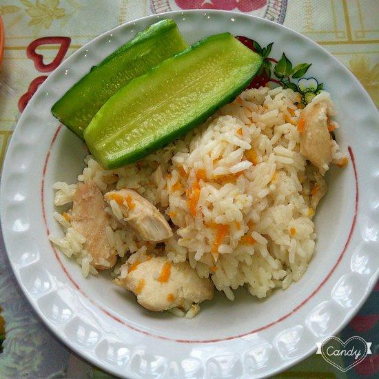 Малосольные огурцы к рису с курицей. Ням... :-)