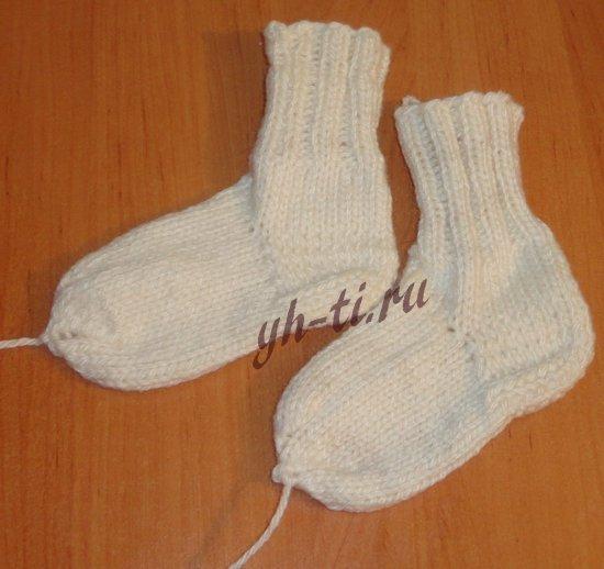 Носки для ребенка спицами готовы!