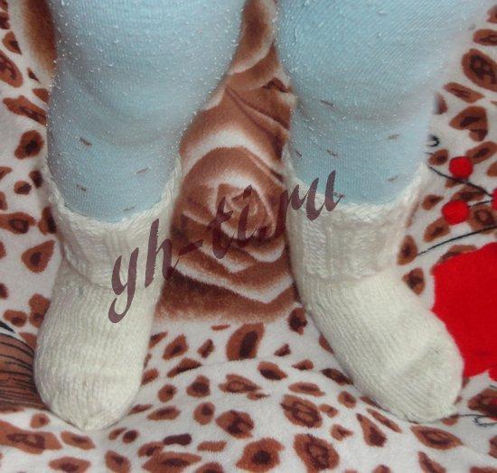 Вот так сидят носки на ножках ребенка. Держатся отлично, не сползают
