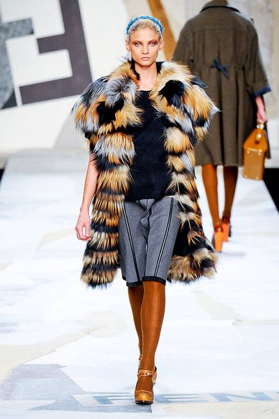fendi-fall-2011-rtw-podium-007_runway
