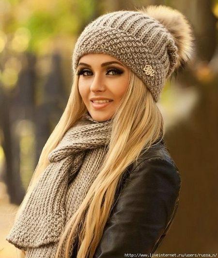 Красивые шапки с помпонами